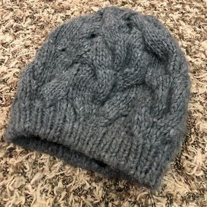 Accessories - Women's warm and classy beanie.